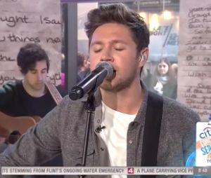 """Niall Horan canta """"This Town"""", single que marca o início da carreira solo"""