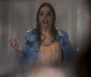 """Final """"Haja Coração"""": Shirlei (Sabrina Petraglia) quase foi atropelada por Felipe (Marcos Pitombo), lá nos primeiros capítulos da novela!"""