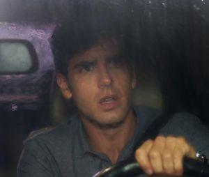 """Final """"Haja Coração"""": Felipe (Marcos Pitombo) viu a amada pela primeira vez, em meio a uma tempestade, onde ele quase a atropelou! Na confusão, a fofa perdeu sua bota ortopédica"""