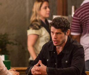 """Final """"Haja Coração"""": Adônis (José Loreto), ex-namorado deShirlei (Sabrina Petraglia), foi outro que não gostou nada de saber que a moça estava se envolvendo com Felipe (Marcos Pitombo)"""