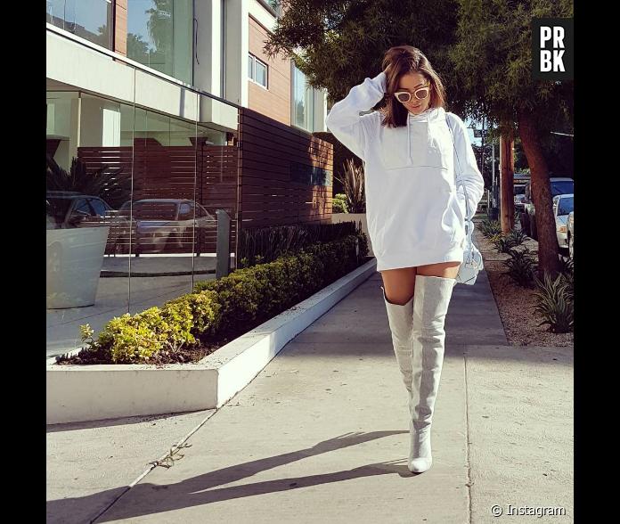 2c141759eaad2 Anitta posta foto com bota fashion no Instagram e recebe elogios de fãs! -  Purebreak