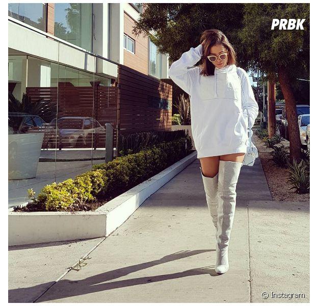 Anitta veste branco e usa bota de cano longo acima do joelho e arrasa no Instagram