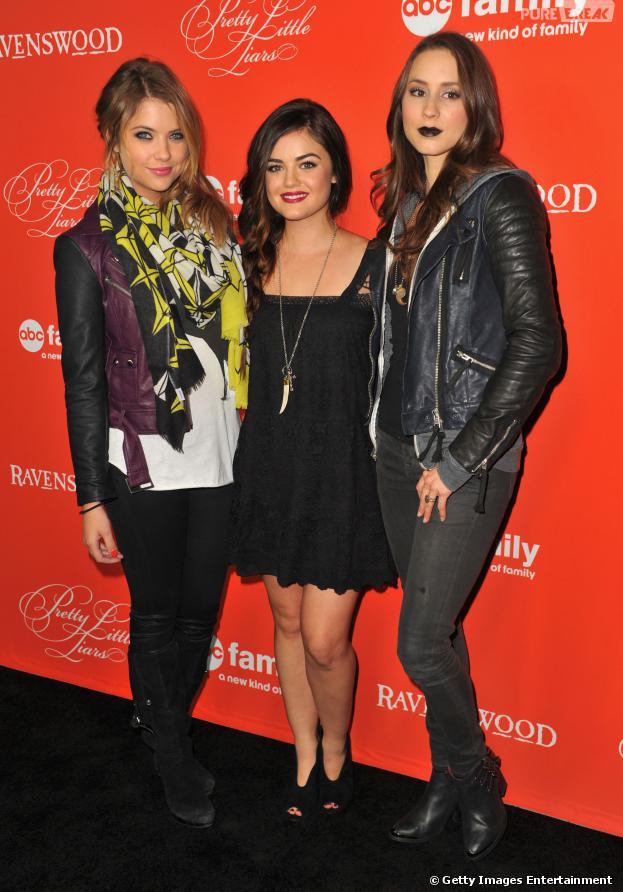 """O trio protagonista de """"Pretty Little Liars""""Ashley Benson, Lucy Hale eTroian Bellisariomarcou presença na exibição do especial de Halloween da série, na última terça-feira (15)"""