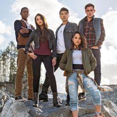 """Filme """"Power Rangers"""": Rita Repulsa (Elizabeth Banks) e heróis aparecem em novo trailer!"""