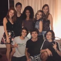 """Larissa Manoela termina filmagens de """"Meus 15 Anos"""" e se declara para colegas de elenco"""