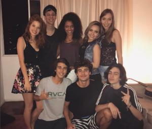 """Larissa Manoela se despede do elenco de """"Meus 15 Anos"""" e recebe elogios!"""
