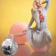 """Katy Perry lança lyric video de """"Chained To The Rhythm"""" e faz crítica ao estilo de vida da sociedade"""