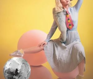 "Katy Perry lança lyric video de ""Chained To The Rhythm"""
