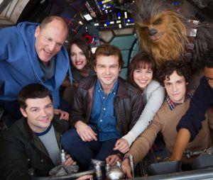 """Elenco principal do filme """"Han Solo"""", de """"Star Wars"""", aparece em foto juntos!"""