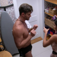 "Do ""BBB17"": Emilly flagra Marcos e Vivian na dispensa e o assunto vira Trending Topics do Twitter"