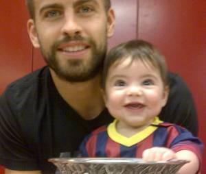 No Instagram, Gerard Piqué e o filho mais fofo do mundo, Milan, vestido com a camisa do Barcelona!