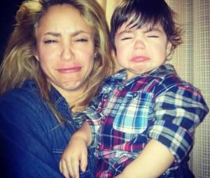 Gerard Piqué adora postar foto da mulher Shakira e o filho Milan no Instagram! Existe foto mais fofa?
