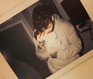 Liam Payne, do One Direction, comemora nascimento do filho com Cheryl Cole e agradece mensagens dos fãs!