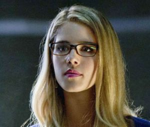 """Em """"Arrow"""", Felicity (Emily Bett Rickards) não vai virar heroína!"""