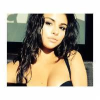 Selena Gomez aparece sexy em antigo ensaio sensual divulgado e fãs ficam malucos!