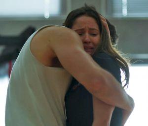 """Em """"Malhação"""": Rômulo (Juliano Laham) morre e deixa Nanda (Amanda de Godoi) desesperada!"""