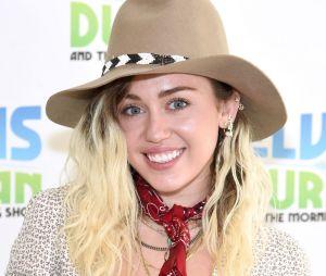 Miley Cyrus canta música nova durante apresentação!