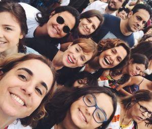 Alice Wegmann esteve no protesto pelas Diretas Já com alguns atores da Globo