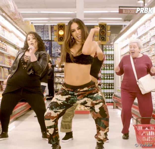 """Anitta canta """"Paradinha"""" ao vivo pela primeira vez!"""
