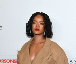 A maravilhosa Rihanna é a opção para Anitta se aventurar!