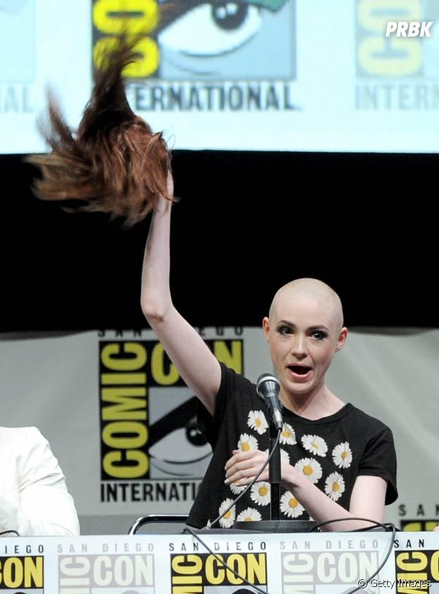 Karen Gillan surpreende público da Comic-Con em 2013