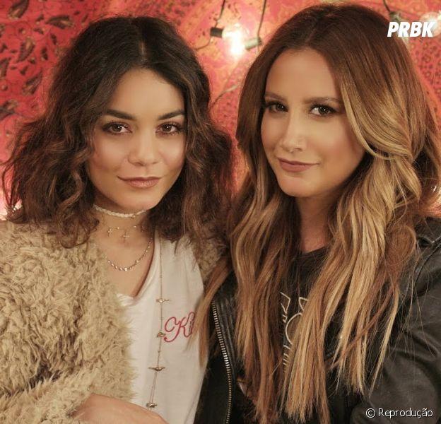"""Ashley Tisdale vive trazendo convidados para fazer cover em seu canal! Vanessa Hudgens, companheira de """"High School Musical"""", foi uma das participações!"""