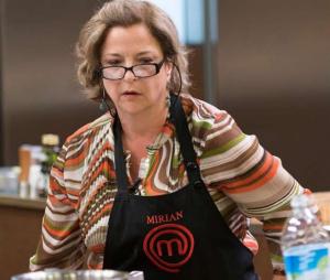 """No """"MasterChef Brasil"""", Mirian não se dá bem na prova de eliminação e sai do programa"""