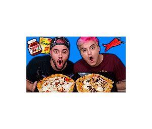 No vídeo, Felipe Neto e Luccas Neto provam pizzas estranhas