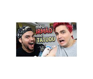 No vídeo, Felipe Neto é tatuado pelo irmão Luccas Neto