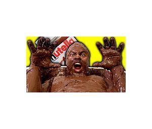 Nesse vídeo, o irmão de Felipe Neto mergulha em uma banheira cheia de Nutella!