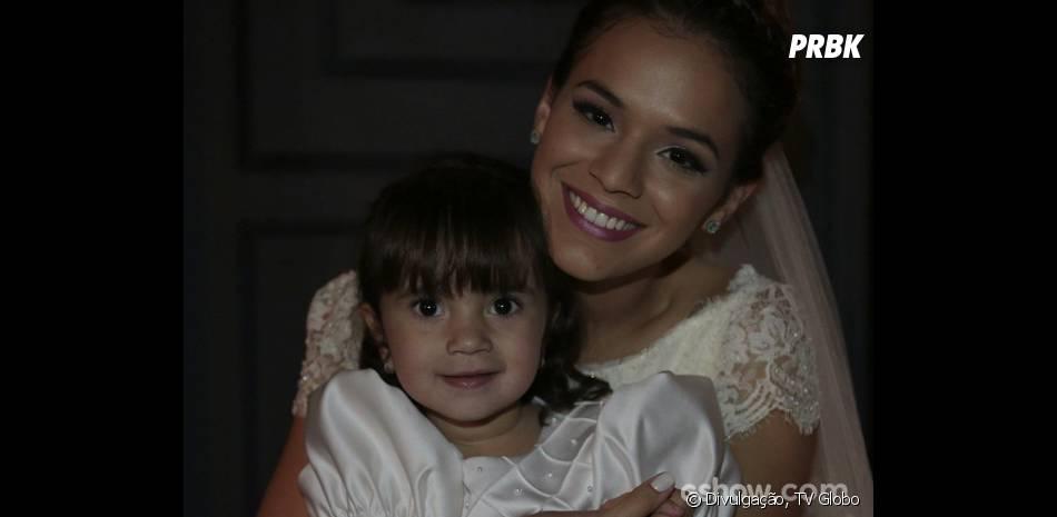 """Luiza (Bruna Marquezine) está radiante no dia do seu casamento na trama de """"Em Família"""""""