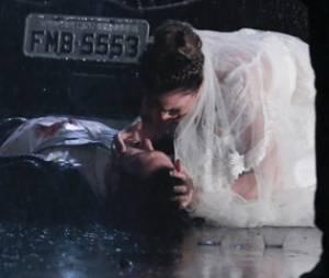 """Luiza (Bruna Marquezine) se desespera para tentar salvar Laerte (Gabriel Braga Nunes) na trama de """"Em Família"""""""