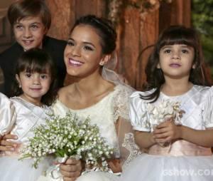 """Na história de """"Em Família"""", Luiza (Bruna Marquezine) e Laerte (Gabriel Braga Nunes) se casam em uma cerimônia emocionante"""
