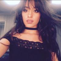 """Camila Cabello adia lançamento do álbum para 2018: """"Prometo que está chegando"""""""