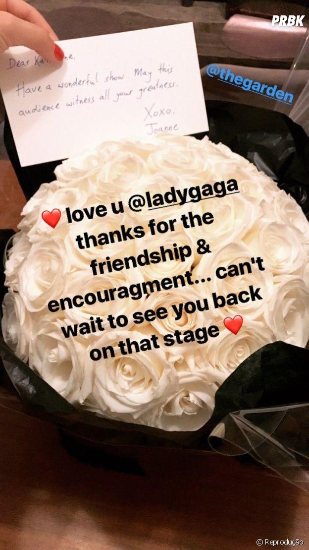 """Lady Gaga envia flores para Katy Perry em comemoração ao primeiro dia de gravação do """"American Idol"""""""