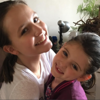 "Larissa Manoela elogia Lorena Queiroz, de ""Carinha de Anjo"": ""Talentosa e desinibida"""