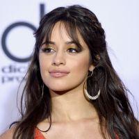 """Camila Cabello posa de sutiã para campanha de moda e ganha elogios: """"Sexy"""""""