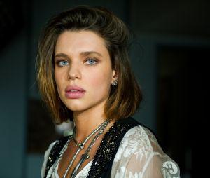 """Cibele (Bruna Linzmeyer) casa sem noivo no último capítulo de """"A Força do Querer"""""""