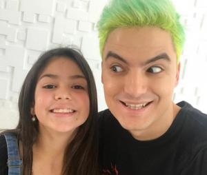 Felipe Neto posa com Melody após gravar vídeo com a diva dos falsetes
