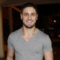 """Daniel Rocha, de """"Império"""", está solteiro e ficaria com fã: """"Não vejo problema"""""""