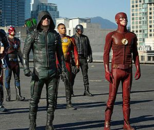 """Crossover entre """"The Flash"""", """"Arrow"""", """"Supergirl"""" e """"Legends of Tomorrow"""" terá invasão durante casamento!"""