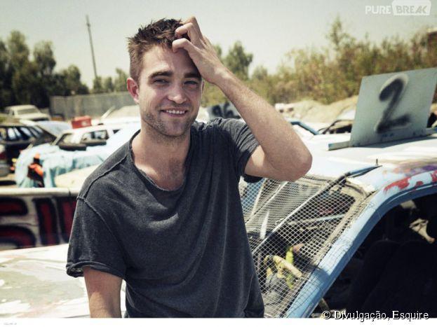 """Robert Pattinson solta o verbo sobre traição de Kristen Stewart, há dois anos: """"Merdas acontecem, sabe? Somos só pessoas jovens"""""""