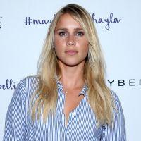 """Claire Holt, a Rebekah de """"The Originals"""", fica noiva do namorado Andrew Joblon!"""