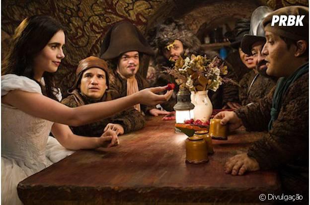 """""""Espelho espelho meu"""" coloca Lily Collins no papel da Branca de Neve"""