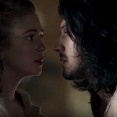 """De """"Deus Salve o Rei"""": Bruna Marquezine e Marina Ruy Barbosa surgem em clima de guerra em trailer"""