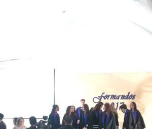Larissa Manoela recebe família e amigos em sua formatura