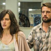 """Novela """"O Outro Lado do Paraíso"""": Renato (Rafael Cardoso) ajuda Clara em plano de vingança"""