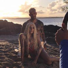 """Pabllo Vittar e Lucas Lucco estão em clima quente nas novas fotos do clipe de """"Paraíso"""""""