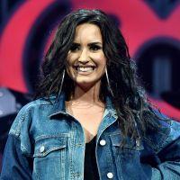 Demi Lovato posa de lingerie para anunciar grandes novidades!