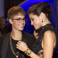 Justin Bieber e Selena Gomez desembarcam na Jamaica para o casamento do pai do cantor!